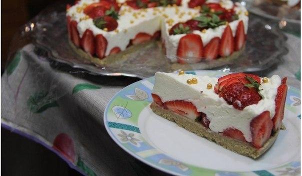 tort-sufle-halva-i-klubnika-bez-vyipechki