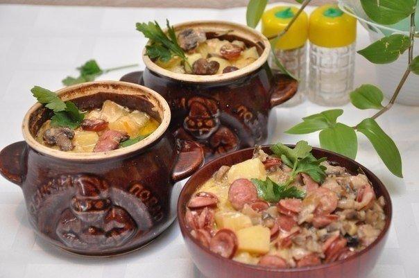 ohotnichi-kolbaski-s-kartofelem-v-gorshochkah